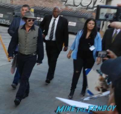johnny depp signing autographs jimmy kimmel live 2015 25