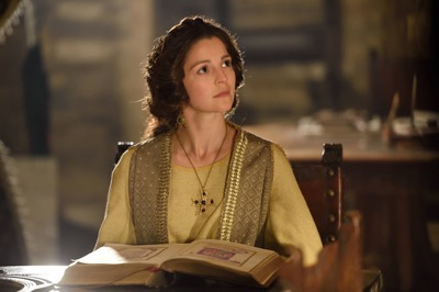 """THE BASTARD EXECUTIONER - """"Effigy/Delw"""" Episode 103 (Airs Tuesday, September 22, 10:00 pm/ep) Pictured:  Flora Spencer-Longhurst as Baroness Lady Love Ventris. CR: Ollie Upton/FX"""