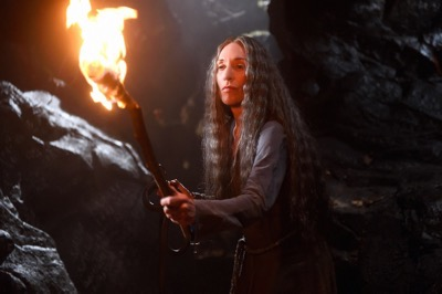 """THE BASTARD EXECUTIONER - """"Pilot"""" Episode 101/102 (Airs Tuesday, September 15, 10:00 pm/ep) Pictured: Katey Sagal as Annora of the Alders. CR: Ollie Upton/FX"""