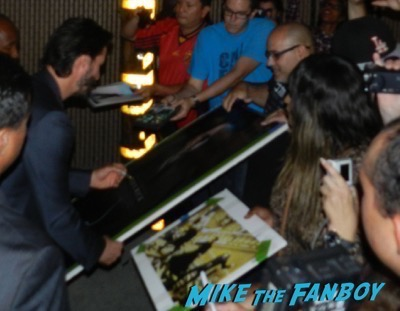 Keanu Reeves signing autographs jimmy kimmel live 2015 11