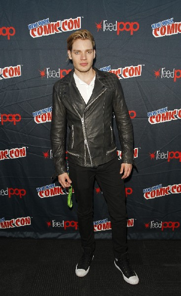 Shadowhunters NYCC official (15)