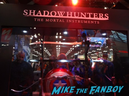 Shadowhunters booth NYCC 2015 (13)