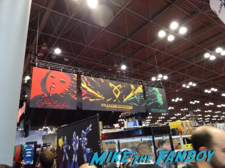 Shadowhunters booth NYCC 2015 (2)