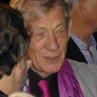 Ian McKellan signing autographs lord of the rings 1