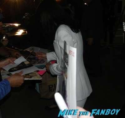 Krysten Ritter signing autographs jimmy kimmel live 2015 chris evans robert downey fr. 13