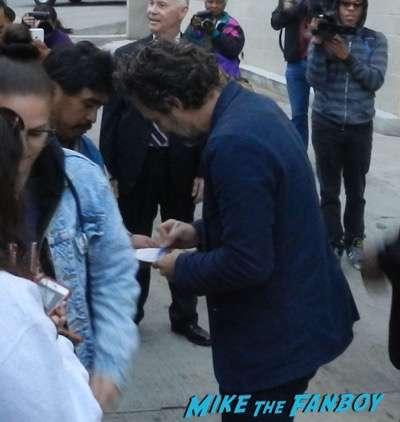 Mark Ruffalo signing autographs jimmy kimmel live 2015 12