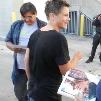 Rob Lowe signing autographs jimmy kimmel live 2015 1