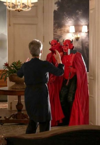 """SCREAM QUEENS: L-R: Jamie Lee Curtis and the Red Devils in the """"Mommie Dearest"""" episode of SCREAM QUEENS airing Tuesday, Nov. 10 (9:00-10:00 PM ET/PT) on FOX. ©2015 Fox Broadcasting Co. Cr: Patti Perret/FOX."""