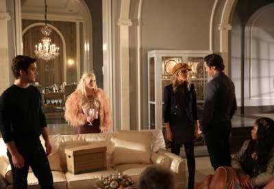 "SCREAM QUEENS: L-R: Diego Boneta, Abigail Breslin, Skyler Samuels, Oliver Hudson and Keke Palmer in the ""Thanksgiving"" episode of SCREAM QUEENS airing Tuesday, Nov. 24 (9:00-10:00 PM ET/PT) on FOX. ©2015 Fox Broadcasting Co. Cr: Patti Perret/FOX."