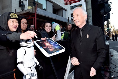 HOLLYWOOD, CA - DECEMBER 14:  Actor Anthony Daniels (R) attends the World Premiere of ?Star Wars: The Force Awakens? at the Dolby, El Capitan, and TCL Theatres on December 14, 2015 in Hollywood, California.  (Photo by Alberto E. Rodriguez/Getty Images for Disney) *** Local Caption *** Anthony Daniels