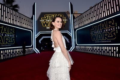 HOLLYWOOD, CA - DECEMBER 14:  Actress Daisy Ridley attends the World Premiere of ?Star Wars: The Force Awakens? at the Dolby, El Capitan, and TCL Theatres on December 14, 2015 in Hollywood, California.  (Photo by Alberto E. Rodriguez/Getty Images for Disney) *** Local Caption *** Daisy Ridley