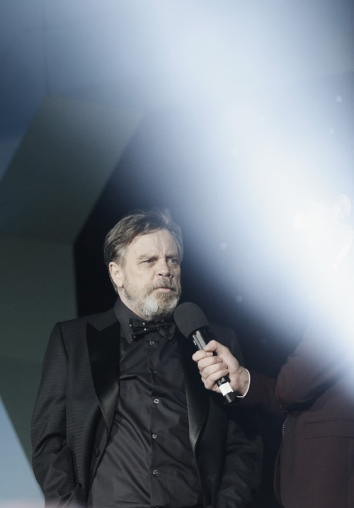 "LONDON, ENGLAND - DECEMBER 16: Mark Hamill attends ""Star Wars: The Force Awakens"" European Premiere at Leicester Square on December 16, 2015 in London, England.  (Photo by Vittorio Zunino Celotto/Getty Images for Walt Disney)"