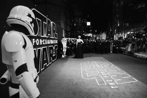 "LONDON, ENGLAND - DECEMBER 16:  Atmosphere during ""Star Wars: The Force Awakens"" European Premiere at Leicester Square on December 16, 2015 in London, England.  (Photo by Vittorio Zunino Celotto/Getty Images for Walt Disney)"