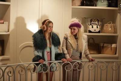 """SCREAM QUEENS: L-R: Billie Lourd and Abigail Breslin in the first part of the two-hour """"Dorkus"""" and """"The Final Girls"""" season finale episodes of SCREAM QUEENS airing Tuesday, Dec. 8 (8:00-10:00 PM ET/PT) on FOX. ©2015 Fox Broadcasting Co. CR: Patti Perret/FOX"""