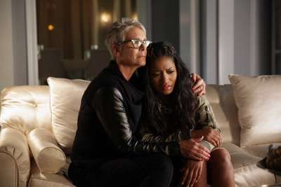 "SCREAM QUEENS: L-R: Jamie Lee Curtis and Keke Palmer in the ""Black Friday"" episode of SCREAM QUEENS airing Tuesday, Dec. 1 (9:00-10:00 PM ET/PT) on FOX. ©2015 Fox Broadcasting Co. Cr: Patti Perret/FOX."