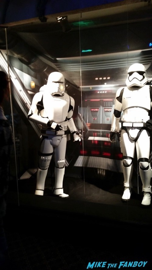 Star Wars The Force Awakens Prop and costume display 24