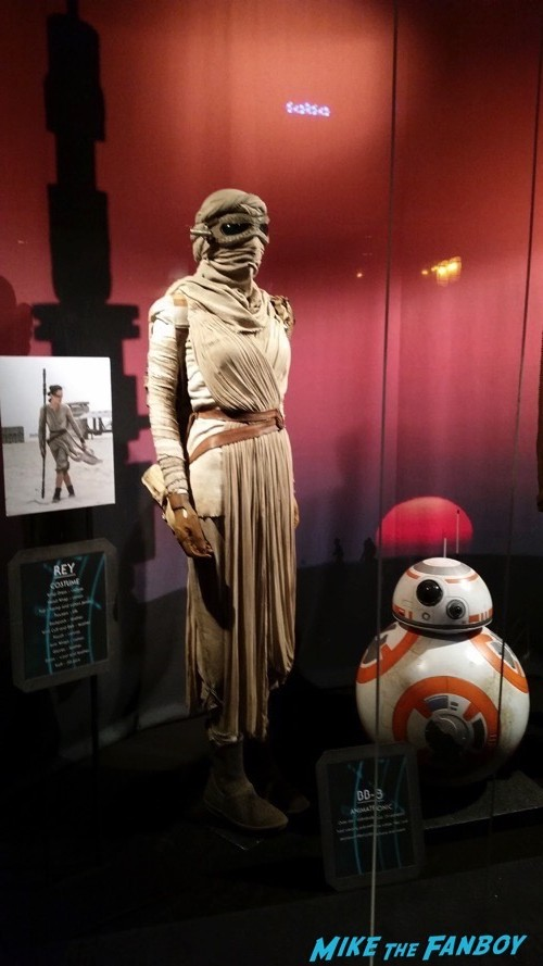 Star Wars The Force Awakens Prop and costume display 16