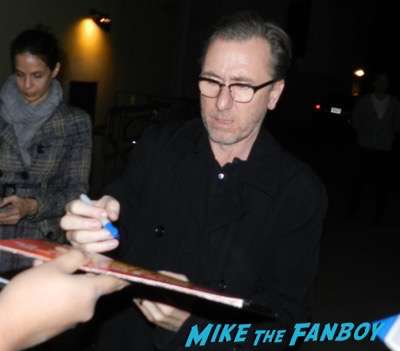 tim roth signing autographs The Hateful Eight q and a kurt russell signing autographs 2