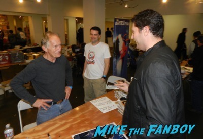 Aliens Reunion meeting Lance Henriksen signing autographs now 2016