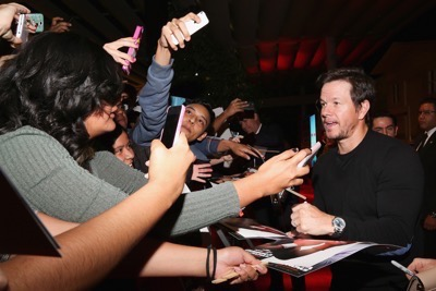 Daddy's Home Mexico Premiere signing autographs mark wahlberg will ferrell   12