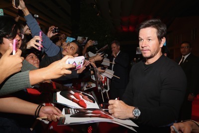 Daddy's Home Mexico Premiere signing autographs mark wahlberg will ferrell   13
