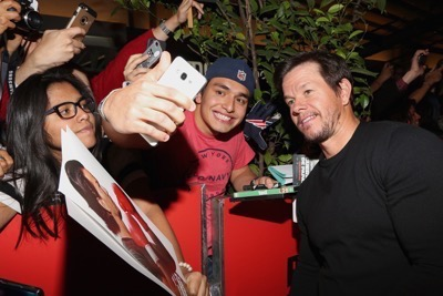 Daddy's Home Mexico Premiere signing autographs mark wahlberg will ferrell   14