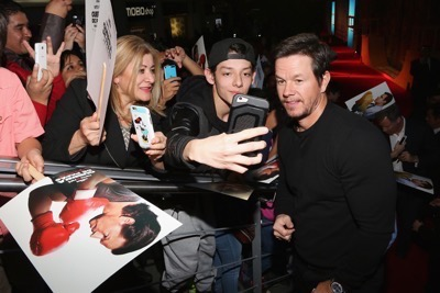 Daddy's Home Mexico Premiere signing autographs mark wahlberg will ferrell   16