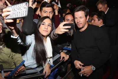 Daddy's Home Mexico Premiere signing autographs mark wahlberg will ferrell   17