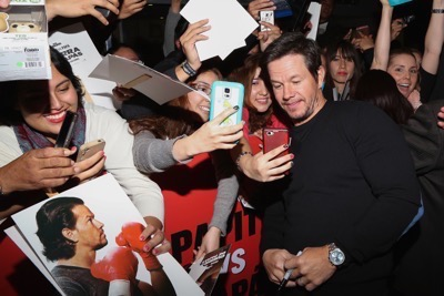 Daddy's Home Mexico Premiere signing autographs mark wahlberg will ferrell   2