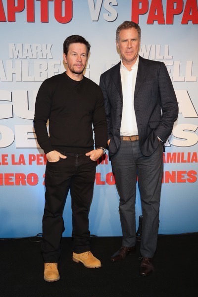 Daddy's Home Mexico Premiere signing autographs mark wahlberg will ferrell   25
