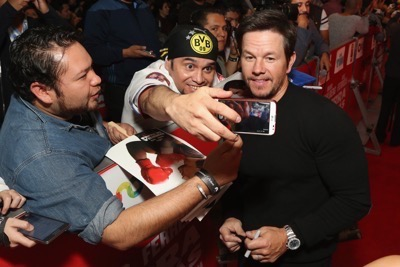 Daddy's Home Mexico Premiere signing autographs mark wahlberg will ferrell   27