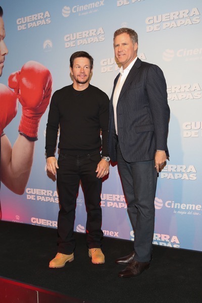 Daddy's Home Mexico Premiere signing autographs mark wahlberg will ferrell   3