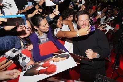 Daddy's Home Mexico Premiere signing autographs mark wahlberg will ferrell   5