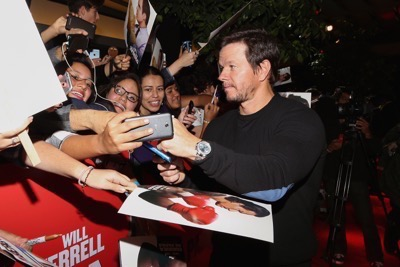 Daddy's Home Mexico Premiere signing autographs mark wahlberg will ferrell   6