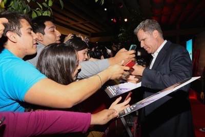 Daddy's Home Mexico Premiere signing autographs mark wahlberg will ferrell   7