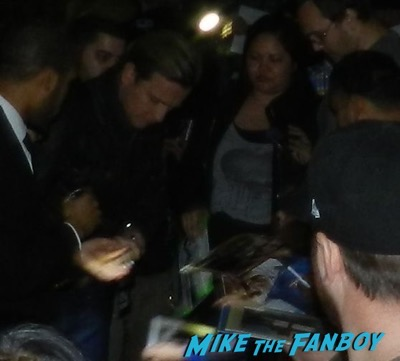 Ewan McGregor signing autographs jimmy kimmel live 2016 5