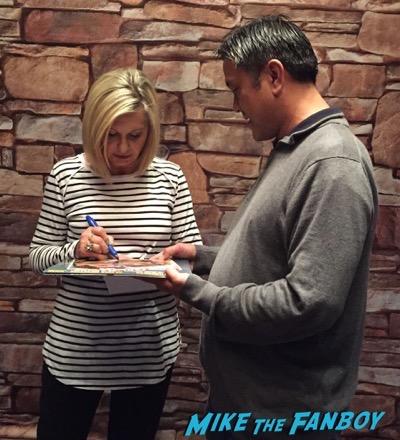 Olivia Newton John meet and greet signing autographs