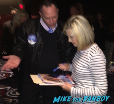 Olivia Newton John meet and greet signing autographs