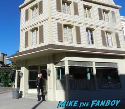 Warner Bros lot luke's diner stars hollow 2016 exterior 16