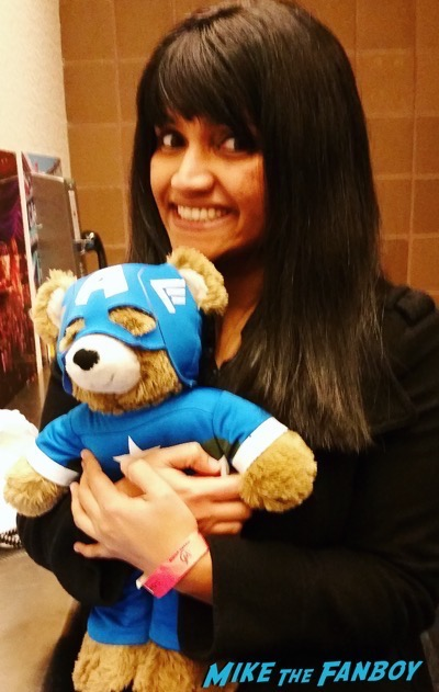 anushika at Wizard world meeting chris evans jeremy renner 11
