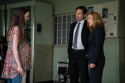 "THE X-FILES:  L-R:  Guest star Megan Peta Hill, David Duchovny and Gillian Anderson in the ""Founder's Mutation season premiere, part two, episode of THE X-FILES airing Monday, Jan. 25 (8:00-9:00 PM ET/PT) on FOX.  ©2016 Fox Broadcasting Co.  Cr:  Ed Araquel/FOX"