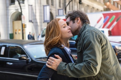 THE X-FILES: L-R: Gillian Anderson and David Duchovny. The next mind-bending chapter of THE X-FILES debuts with a special two-night event beginning Sunday, Jan. 24 (10:00-11:00 PM ET/7:00-8:00 PM PT), following the NFC CHAMPIONSHIP GAME, and continuing with its time period premiere on Monday, Jan. 25 (8:00-9:00 PM ET/PT). The thrilling, six-episode event series, helmed by creator/executive producer Chris Carter and starring David Duchovny and Gillian Anderson as FBI Agents FOX MULDER and DANA SCULLY, marks the momentous return of the Emmy Award- and Golden Globe-winning pop culture phenomenon, which remains one of the longest-running sci-fi series in network television history. ©2015 Fox Broadcasting Co. Cr: Ed Araquel/FOX
