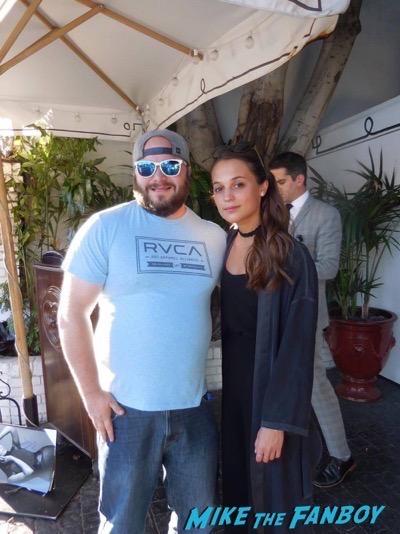 Alicia Vikander Fan Photo signing autographs selfie 2
