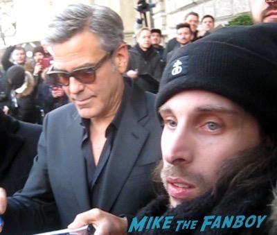 George Clooney signing autoGeorge Clooney signing autographs berlin film festival 3graphs berlin film festival 3