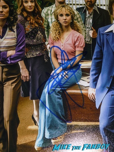 Vinyl cast photo signed juno temple