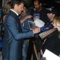 karl urban signing autographs Irish Awards Oscar Wilde event signing autographs 14