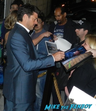 karl urban signing autographs Irish Awards Oscar Wilde event signing autographs 14