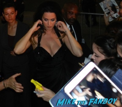 Katy Perry Signing Autographs Hand and footprint ceremony 12