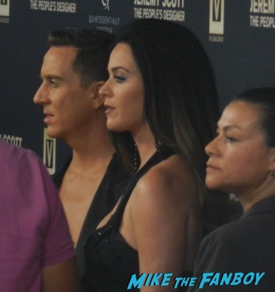 Katy Perry Signing Autographs Hand and footprint ceremony 8