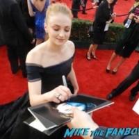 sophie turner signing autographs SAG Awards 2016 signing autographs 11